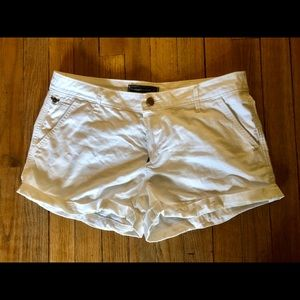"Abercrombie 2"" white chino shorts size 27"